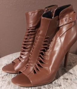 Trouve-Caged Heel
